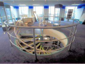 Spiral staircase hand rail